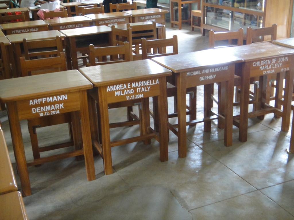 ミャンマー バガン 小学校 教室 寄贈された机