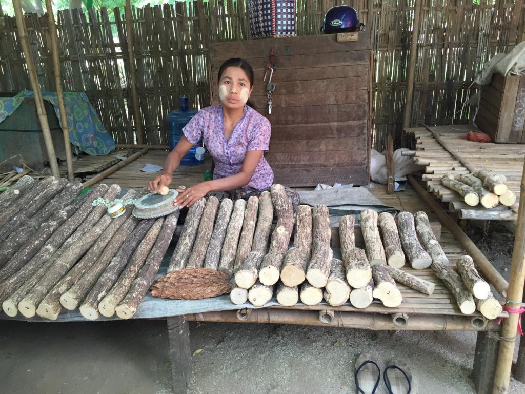 ミャンマー バガン ニャンウー・マーケット 「タナカ」屋