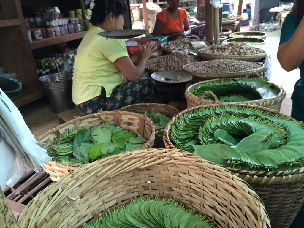 ミャンマー バガン ニャンウー・マーケット タバコ屋