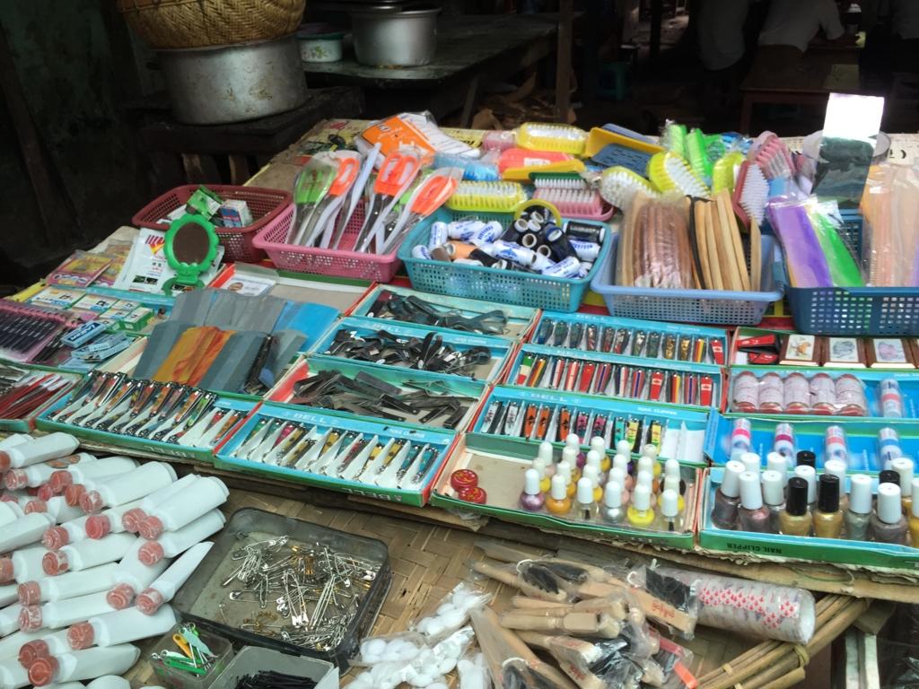 ミャンマー バガン ニャンウー・マーケット 生活用品店
