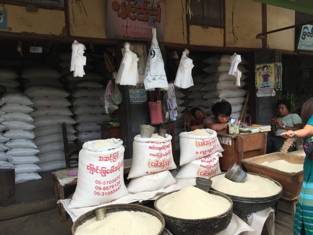 ミャンマー バガン ニャンウー・マーケット お米屋
