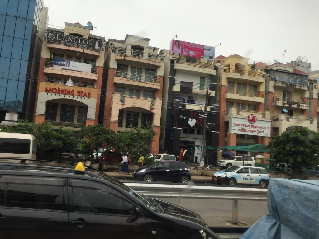 ミャンマー ヤンゴン市内 ショップ?
