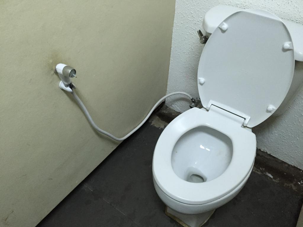 ミャンマー ヤンゴン 空港 トイレ