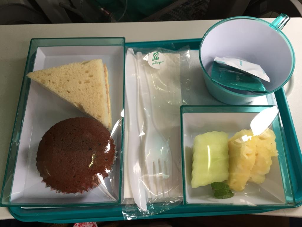 ミャンマー 国内線 ヤンゴン-バガン 機内食