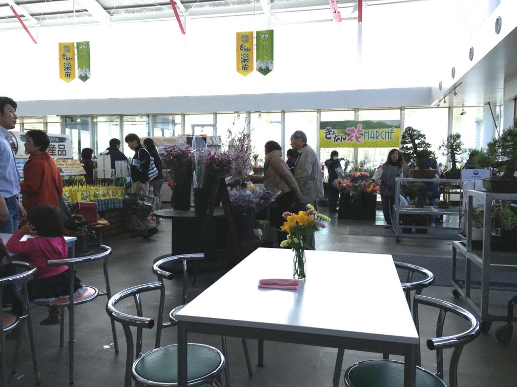 千葉県 鋸南町 道の駅「保田小学校」ショップ内 休憩場所