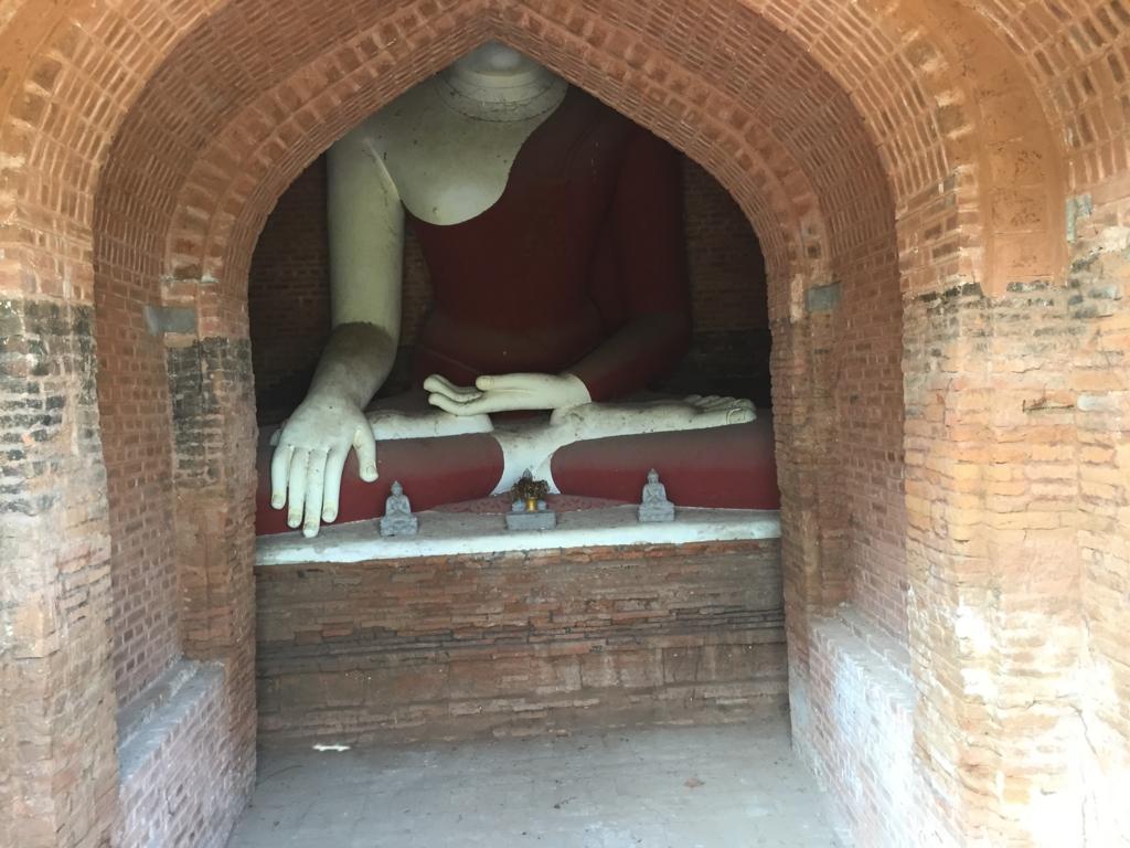 ミャンマー バガン ティリビセヤ・サンクチュアリー・リゾート ホテル 敷地内バゴタ 内部に仏像