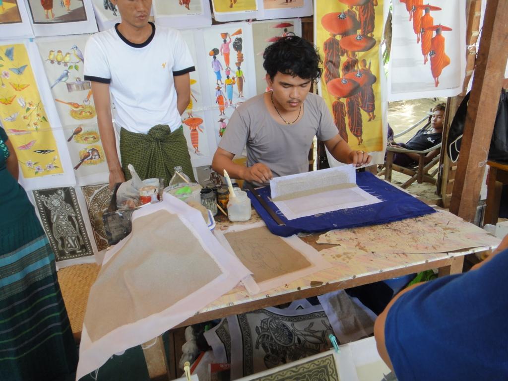 ミャンマーバガン 砂絵 行程 砂を広げる