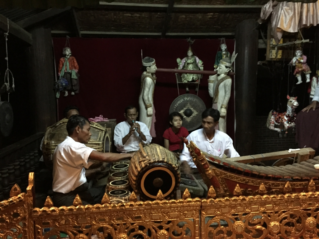 ミャンマーバガン 民族楽器演奏