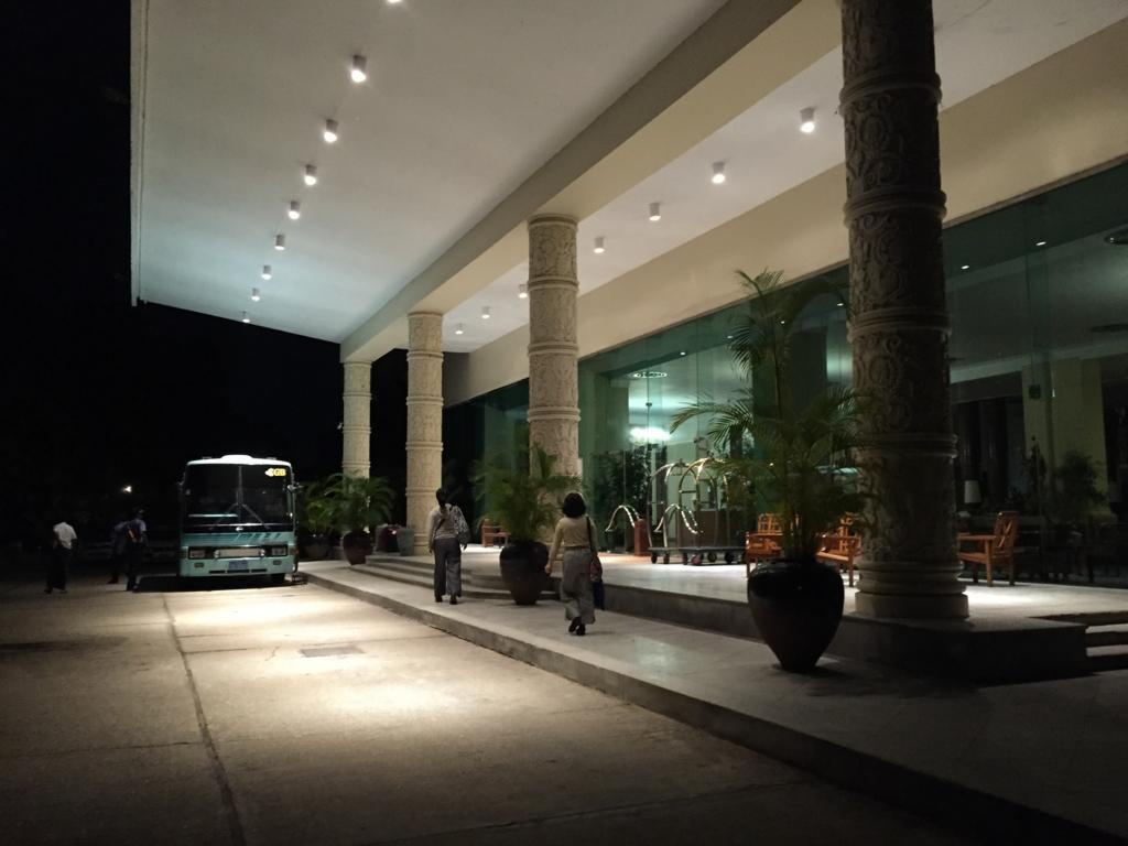 ミャンマー ヤンゴン インヤレイクホテル 早朝出発