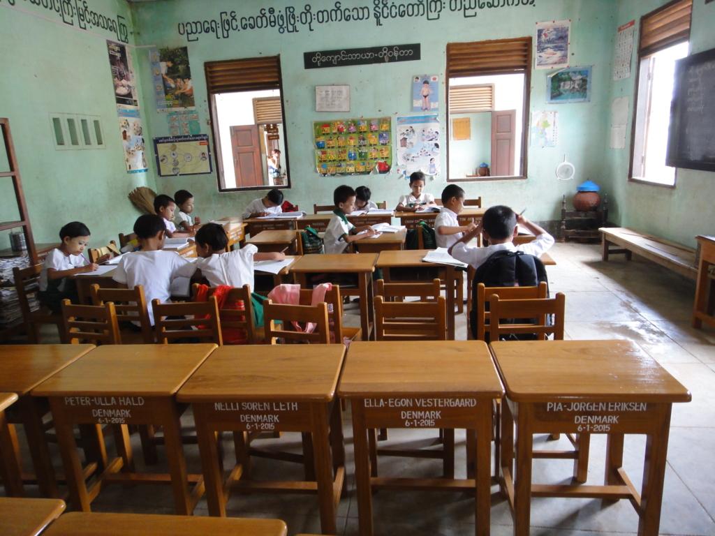 ミャンマー バガン 小学校 自習風景