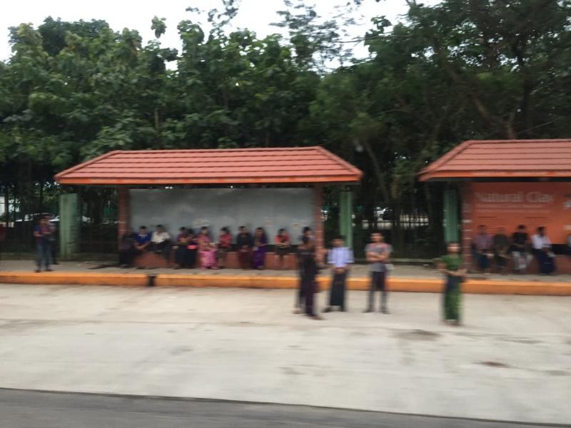 ヤンゴン市内 バス停