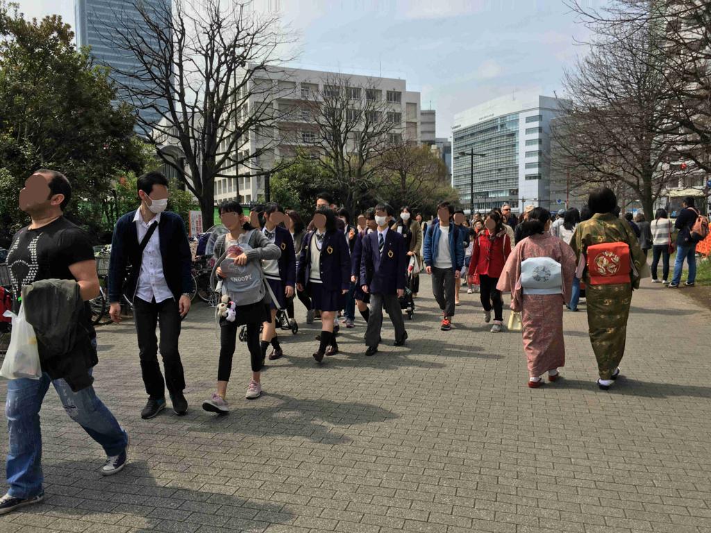 新宿御苑 「新宿門」手前付近 人の流れ