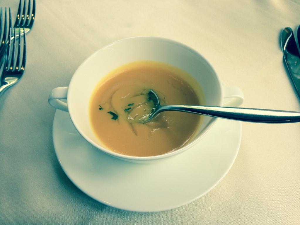 はとバス「ピアニシモⅢ」「キングスウェル」ランチ スープ