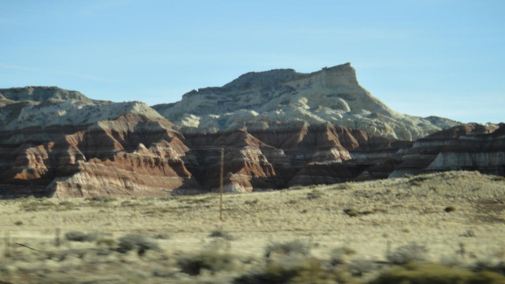 ラスベガスからアンテロープキャニオンへの車窓の風景
