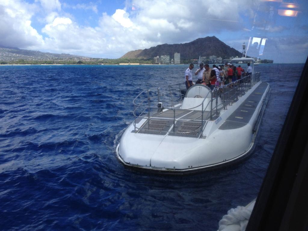 ハワイ オアフ島 観光用潜水艦 「アトランティス」