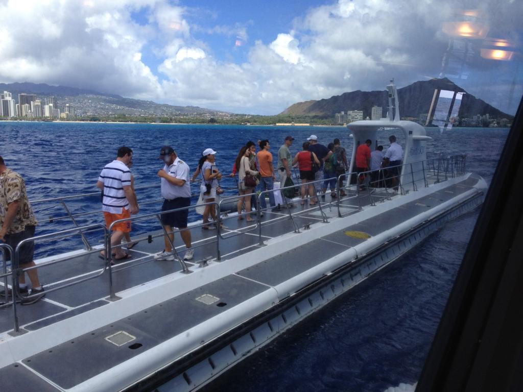 ハワイ オアフ島 観光用潜水艦 「アトランティス」乗船中