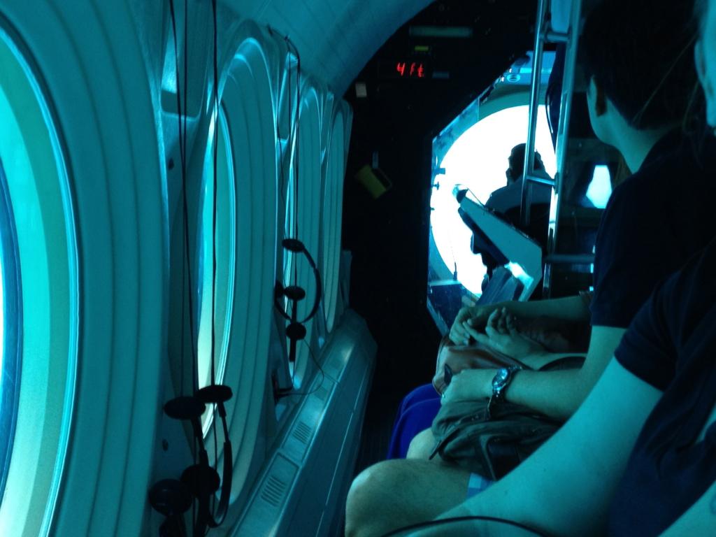 ハワイ オアフ島 観光用潜水艦 「アトランティス」座席