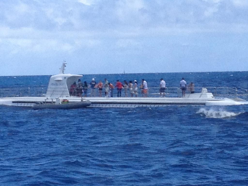 ハワイ オアフ島 観光用潜水艦 「アトランティス」乗船入替