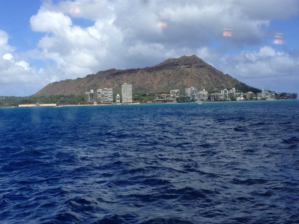 ハワイ オアフ島 観光用潜水艦 「アトランティス」帰還