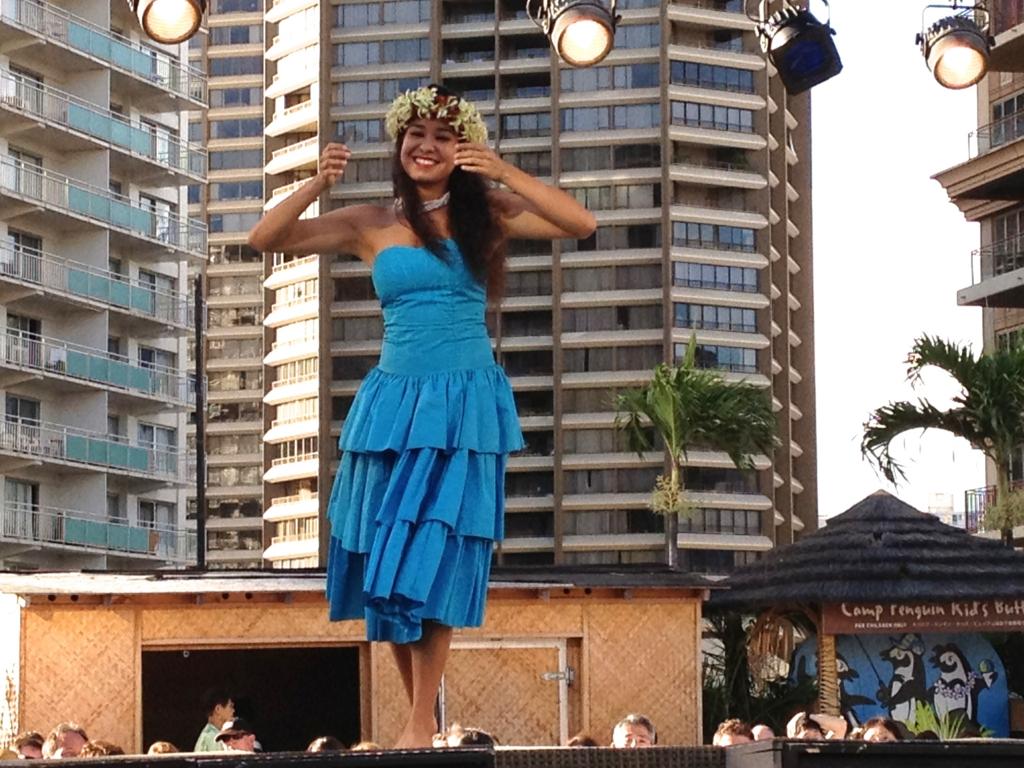 ハワイ オアフ島 ヒルトンハワイアンビレッジ 伝統ルアウ フラダンス