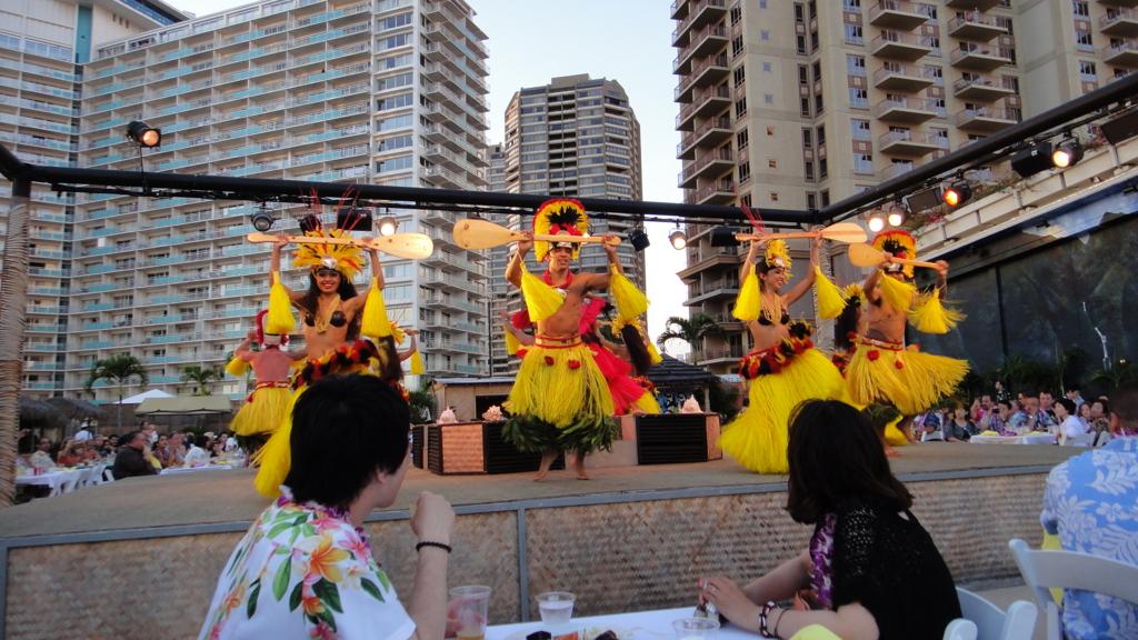 ハワイ オアフ島 ヒルトンハワイアンビレッジ 伝統ルアウ ポリネシアンダンス