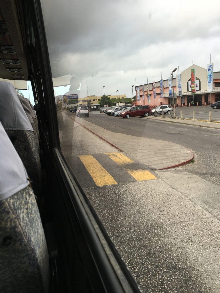 ベリーズシティ 市内 道路のBUMP