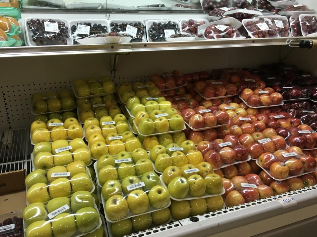 ベリーズシティ スーパーマーケット 陳列棚 果物