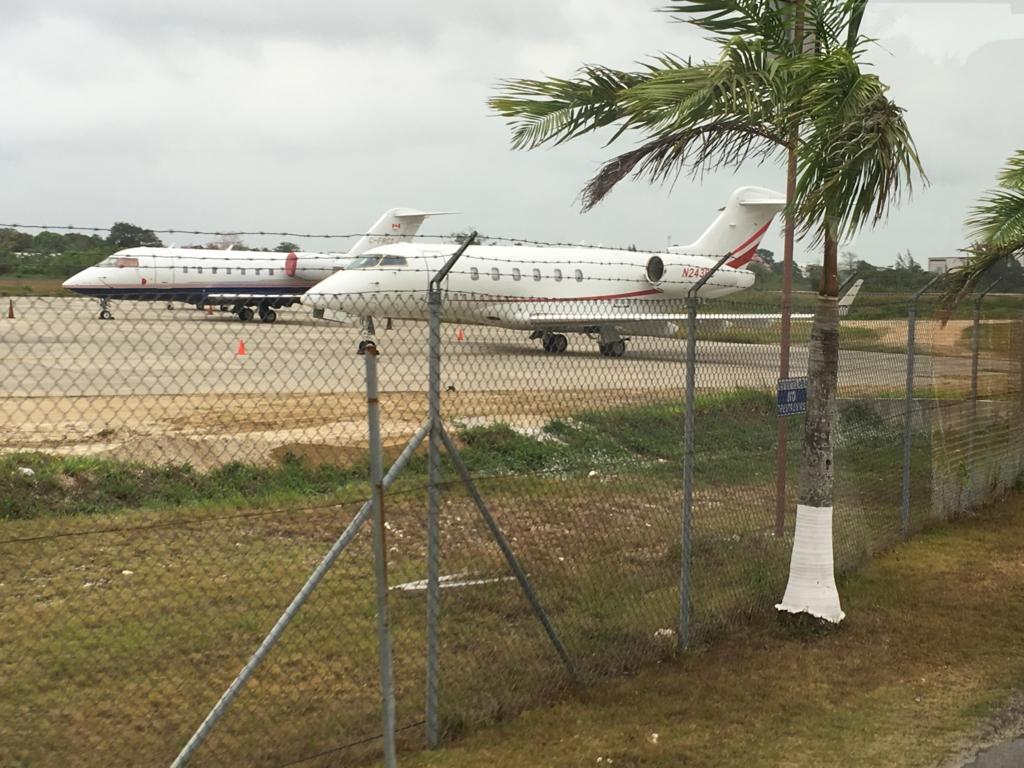 ベリーズ国際空港 小型ジェット