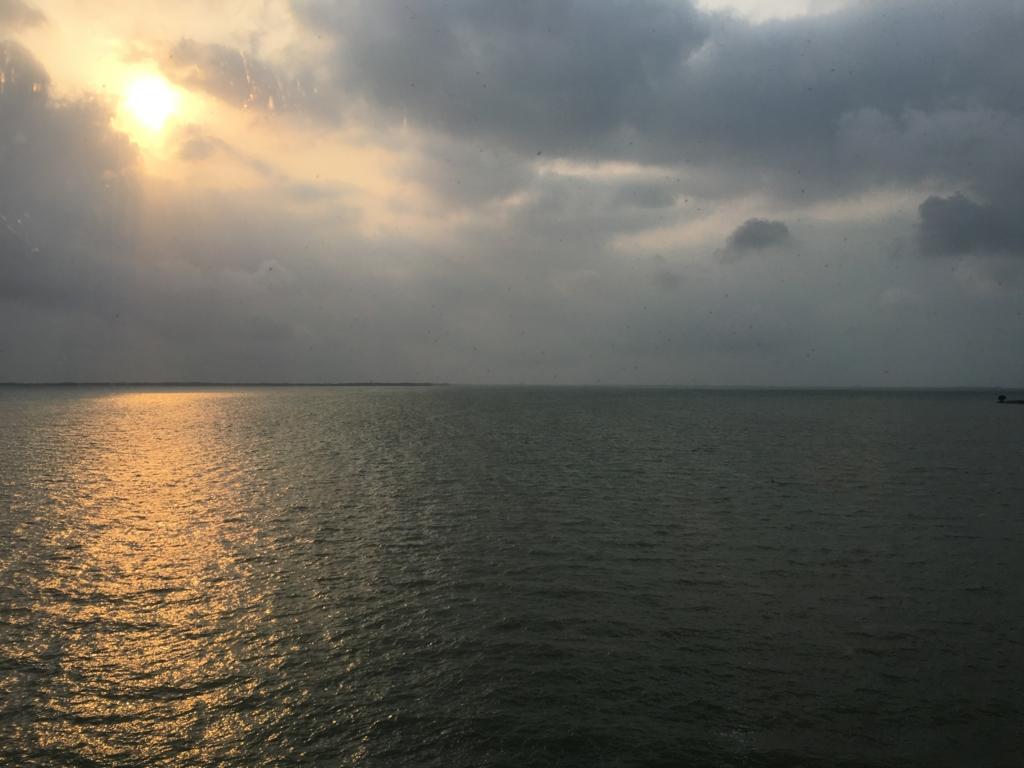 ラマダ ベリーズ シティ プリンセス ホテル 部屋からカリブ海の朝日