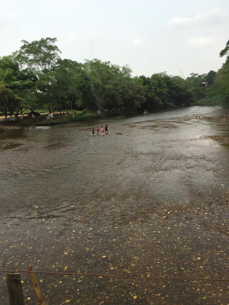 ベリーズ グアテマラ国境付近 マカル川