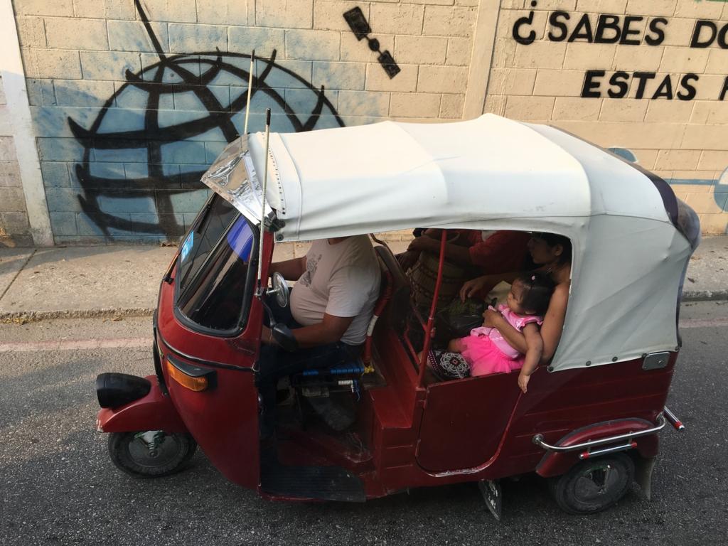 グアテマラ ベリーズ国境付近 トクトク?