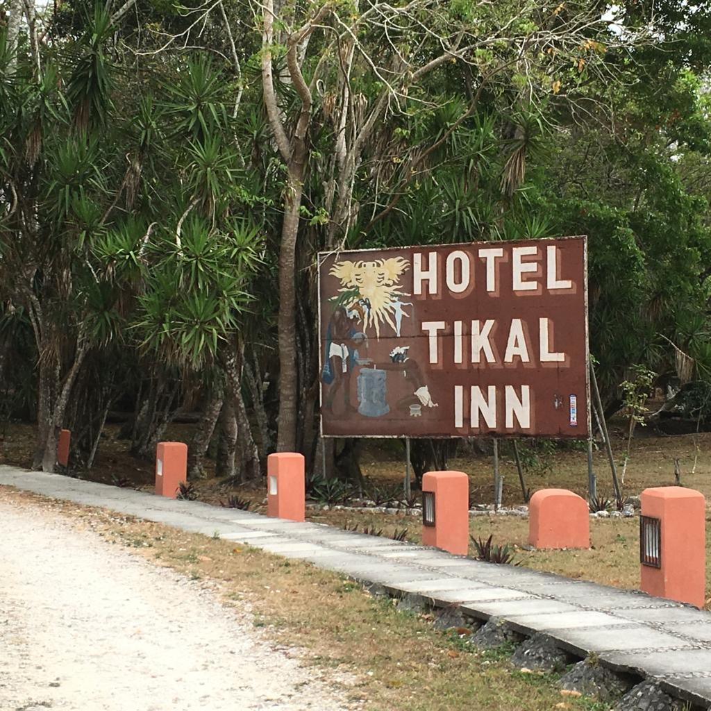 グアテマラ ティカル国立公園 TIKAL INN 看板