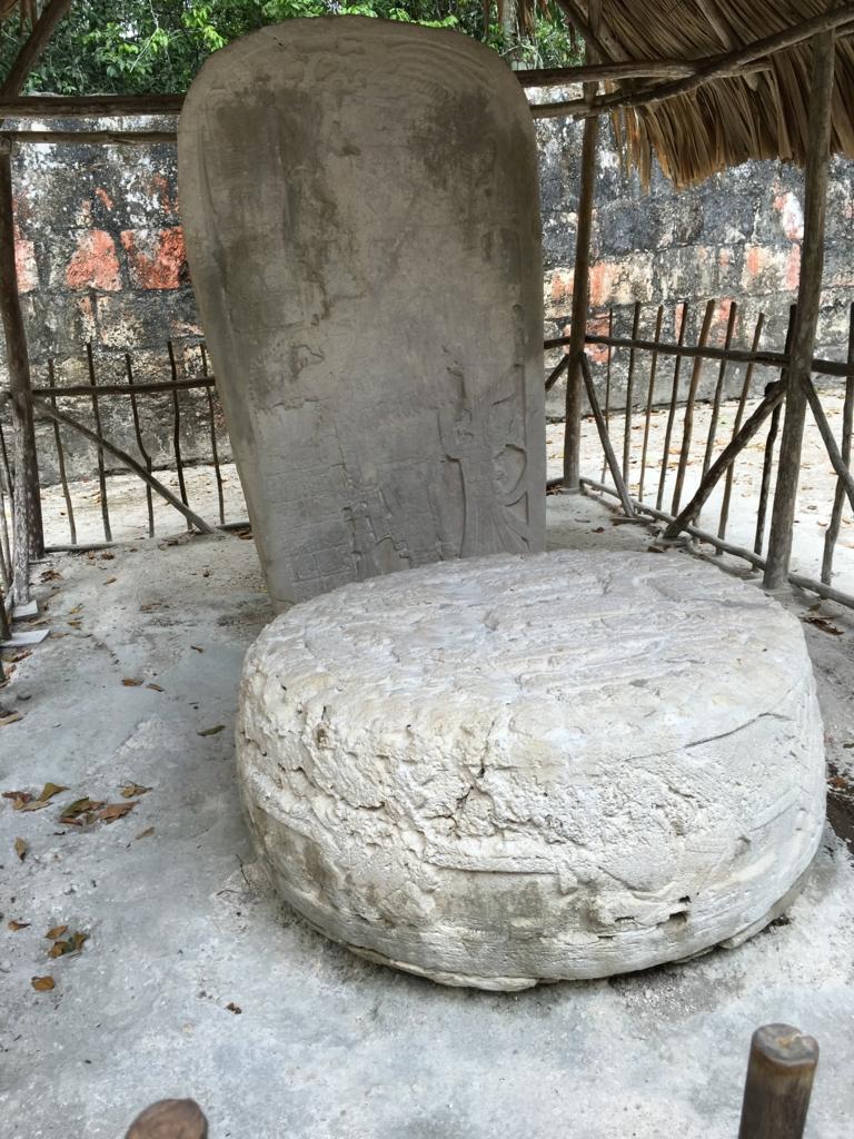 ティカル国立公園 本物の石像