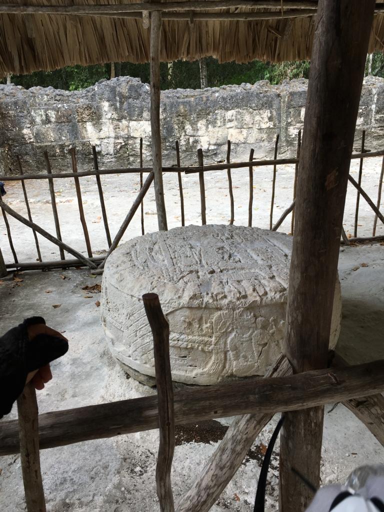 ティカル国立公園 本物の石像 彫刻