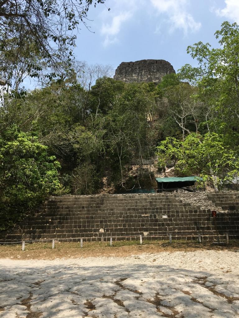 グアテマラ ティカル国立公園 4号神殿 下
