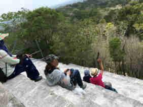 グアテマラ ティカル国立公園 4号神殿 頂上の模様