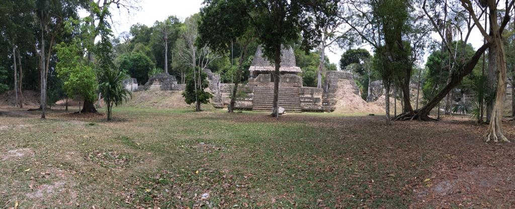 グアテマラ ティカル遺跡 「7つの神殿広場」