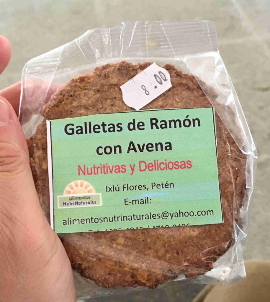 グアテマラ ティカル遺跡 4号神殿 近くの売店 クッキー