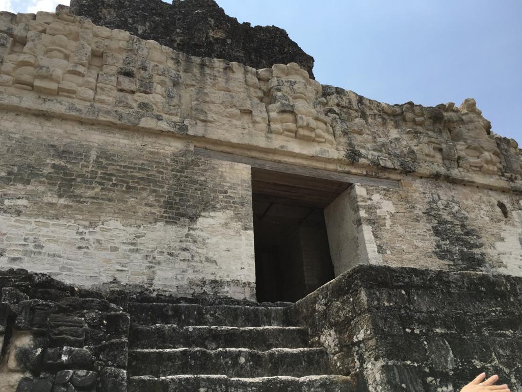 グアテマラ ティカル遺跡 「2号神殿」頂上