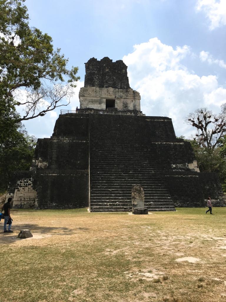 グアテマラ ティカル遺跡 2号神殿 正面