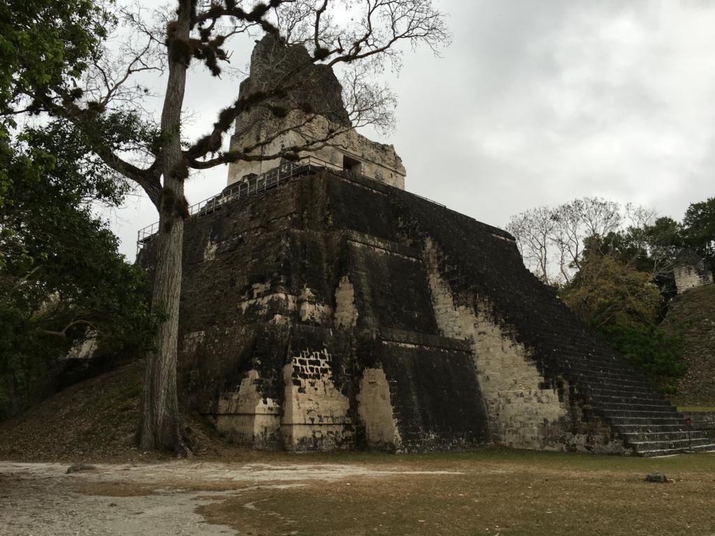 グアテマラ ティカル遺跡 2号神殿 早朝