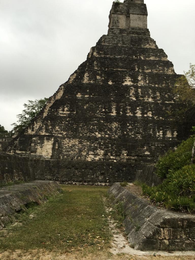 グアテマラ ティカル遺跡 グランプラザ 早朝 1号神殿 横