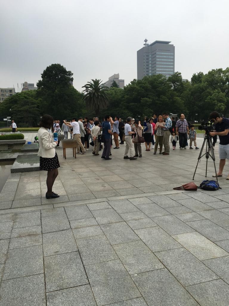 広島平和記念公園 オバマ大統領 訪問翌日 テレビ局の方達