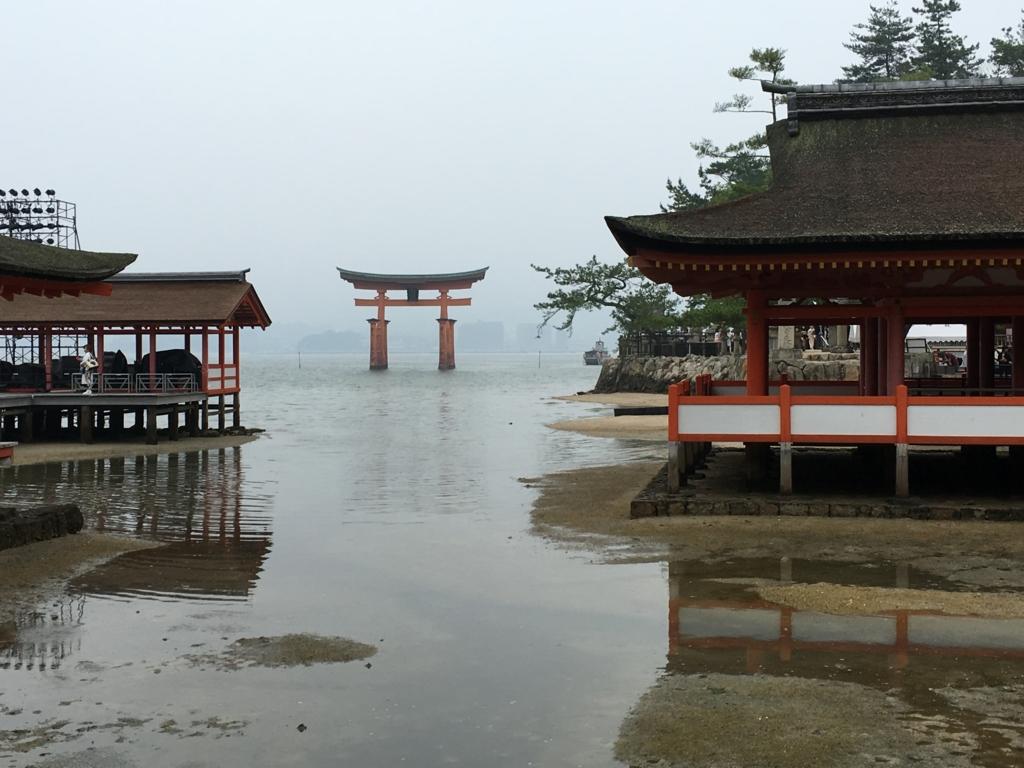 厳島神社 東回廊から見た大鳥居