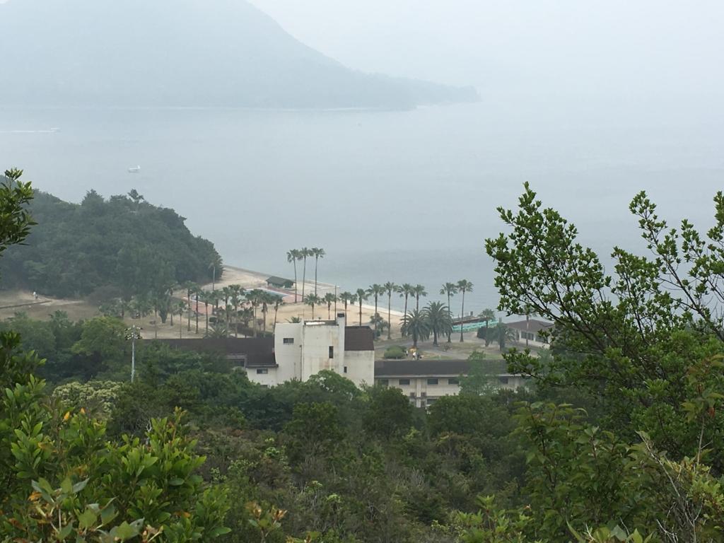 2回目のうさぎ島 大久野島 展望台より グラウンド方面階段 景色