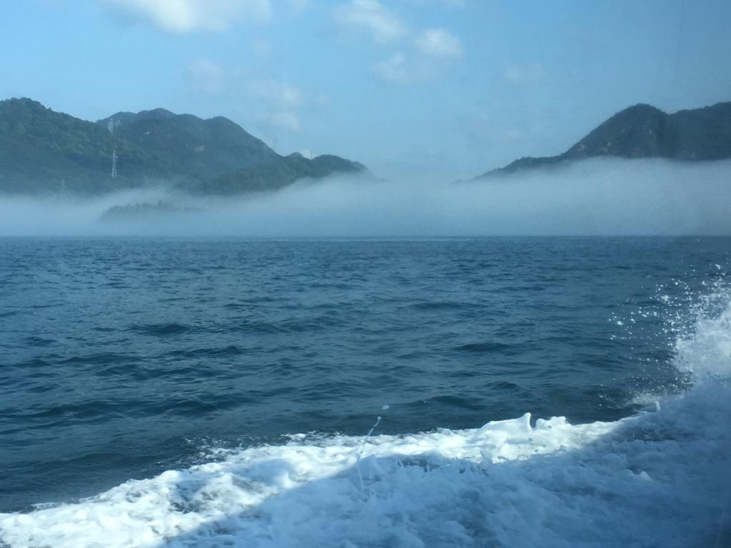 2回目のうさぎ島 休暇村大久野島 客船より 忠海方面 靄いっぱい