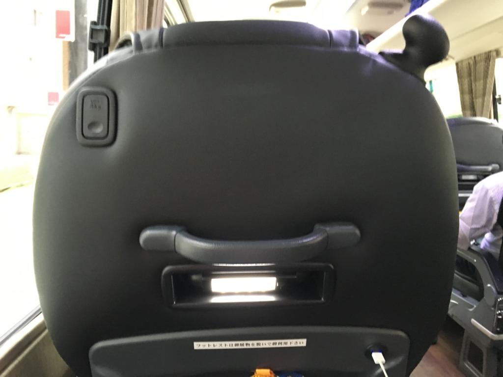 本革張りVIPバスで行く『星野リゾート界 日光』VIPバス 座席 USB 読書灯