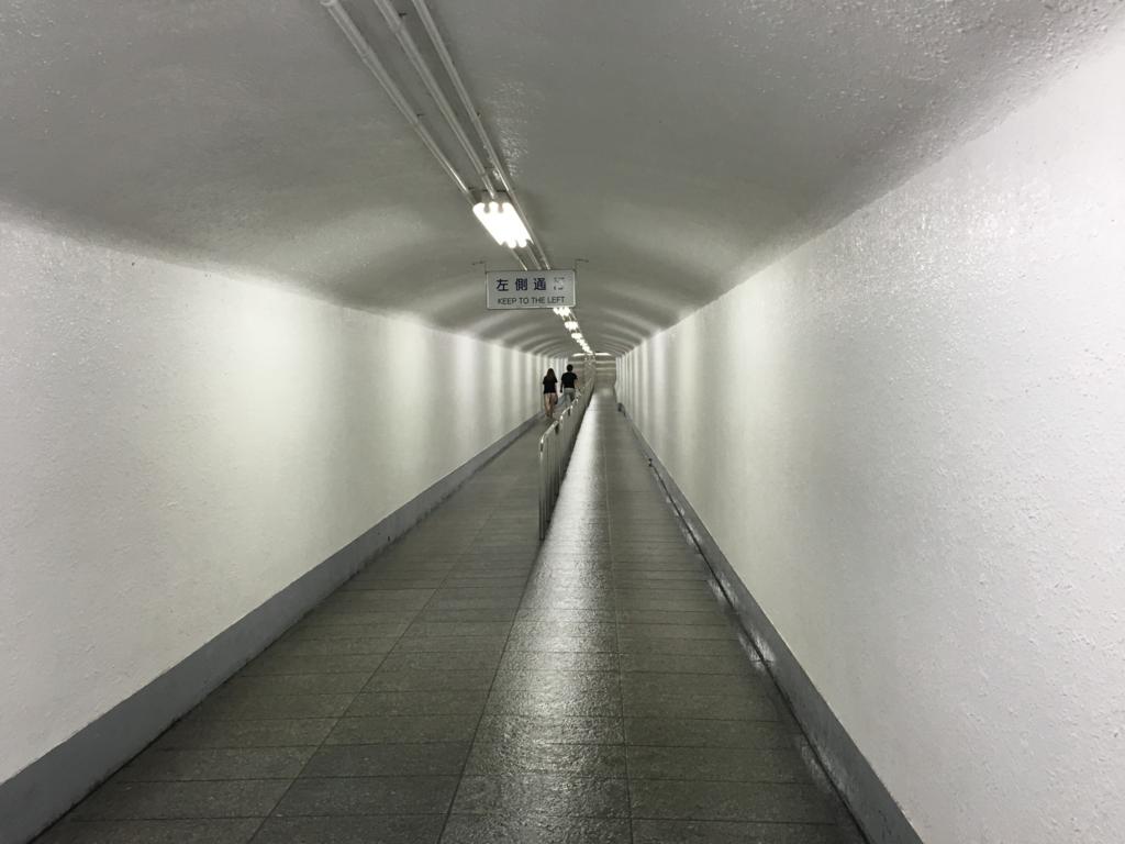 「華厳の滝」エレベーター下 通路