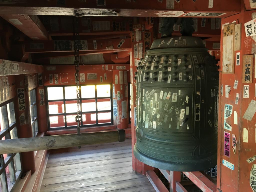 中禅寺 願いがかなう鐘 お堂内の鐘