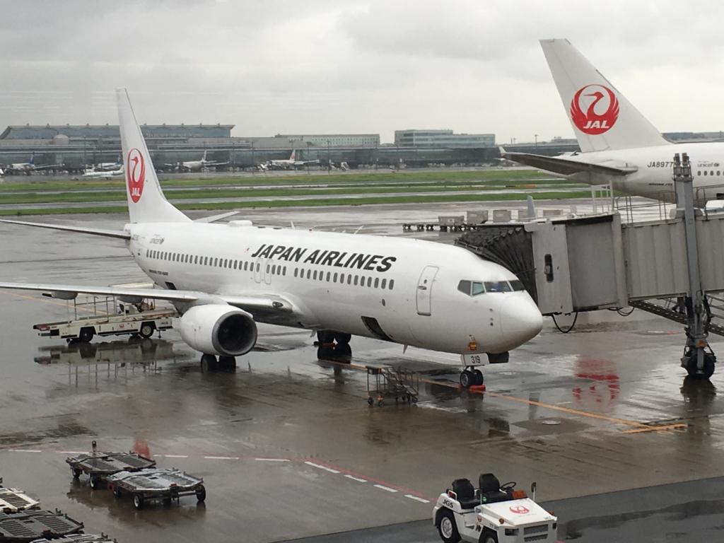 羽田空港国内線第1ターミナル 出発前飛行機